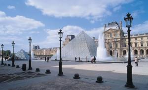 тур в Париж в Лувр